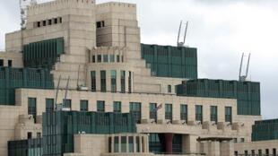L'ex-espion russe retrouvé inconscient sur un banc avait été jugé coupable d'avoir fourni des informations au MI6, dont le siège se trouve à Londres.