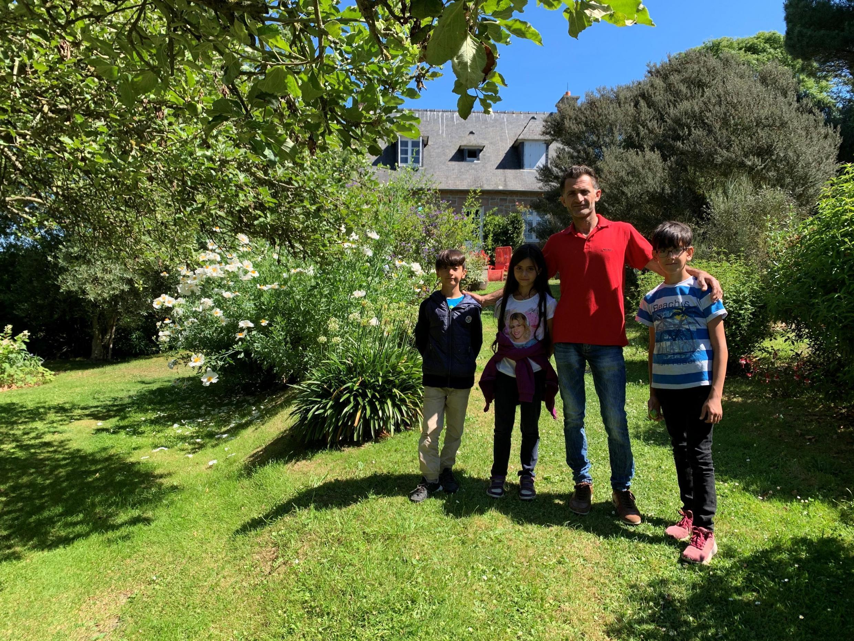 Ahmed Sido avec trois de ses cinq enfants.