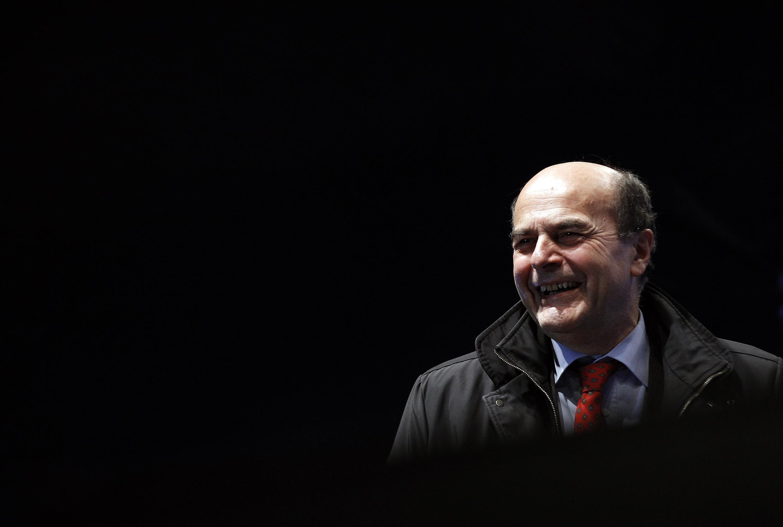 Pier Luigi Bersani, chefe da coalizão de esquerda, participa de seu último comício antes das eleições nesta quinta-feira, 21 de fevereiro de 2013, em Nápoles.