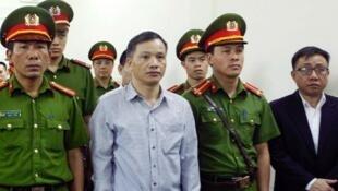 Le dissident vietnamien Nguyen Van Dai lors de son procès à Hanoï, le 5 avril 2018.