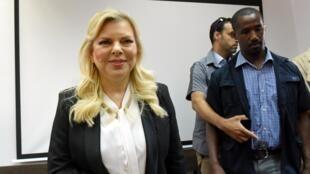 Sara Netanyahu, esposa do primeiro-ministro Benjamin Netanyahu, em um tribunal de Jerusalém neste domingo (16).