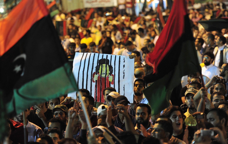 Wafuasi wa Baraza la Mpito la Waasi Nchini Libya NTC wakishangilia ushindi huko Tripoli