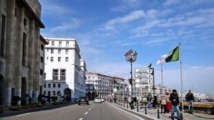 Moja ya mitaa ya Algiers mwaka 2015.