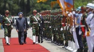 Indian Prime Minister Manmohan Singh arrives in Dhaka