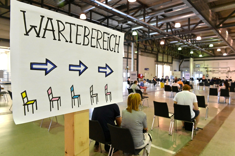 2021-07-29T160958Z_658989242_RC2AUO931NBI_RTRMADP_3_HEALTH-CORONAVIRUS-GERMANY-VACCINATION