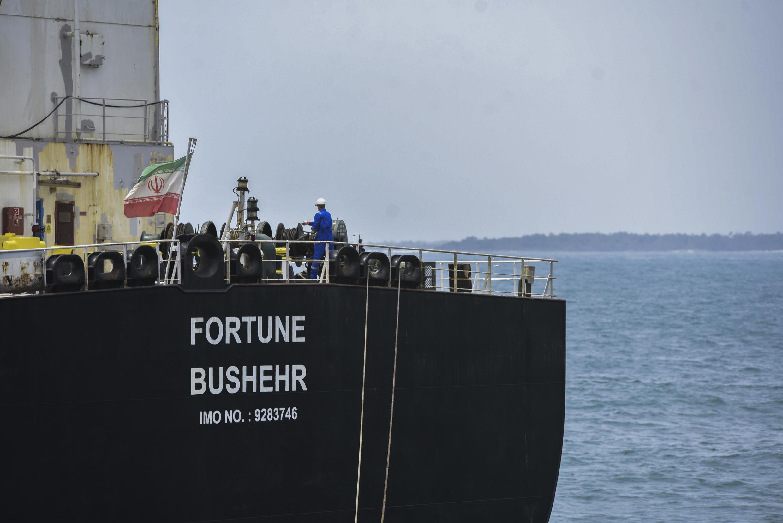 El petrolero Fortune, de bandera iraní, atraca en la refinería El Palito después de su llegada a Puerto Cabello, en el estado norteño de Carabobo, Venezuela, el 25 de mayo de 2020