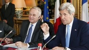 French Foreign Minister Jean-Marc Ayrault (L) and U.S. Secretary of State John Kerry in Paris for the meetiing on Syria, migrants and other questions
