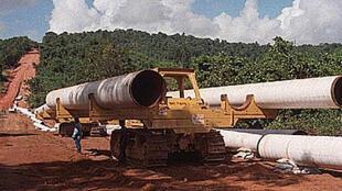 Tập đoàn dầu khí Total của Pháp đã hiện diện ở Miến Điện từ năm 1992 tại mỏ khí đốt  Yadana ở miền nam.