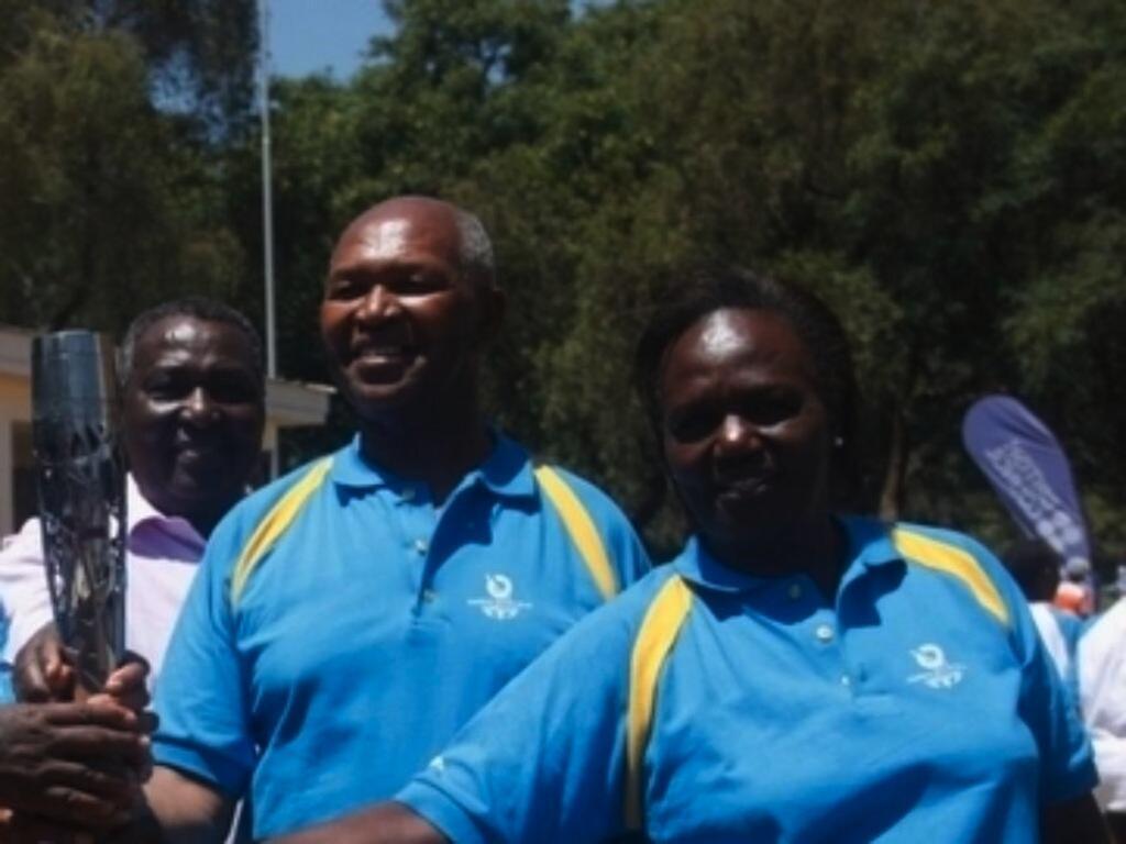 Fridah Shiroya kulia akiwa na Kipchoge Keino Mwenyekiti wa Kamati ya Michezo ya Olimpiki Kenya NOCK