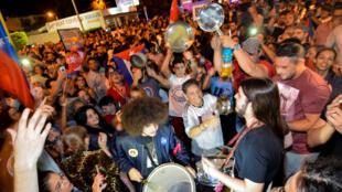 Les Cubains de Miami célèbrent la mort de l'ex-dirigeant Fidel Castro, aux États-Unis, le 26 novembre 2016.