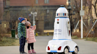 Robot tuần tra an ninh tại một khu dân cư ở Hohhot, khu tự trị Nội Mông, Trung Quốc, ngày 18/01/2019.