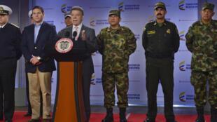 """Con la suspensión de bombardeos el presidente colombiano Juan Manuel Santos espera """"ir desescalando el conflicto"""". AFP PHOTO/Efrain Herrera-Presidencia"""