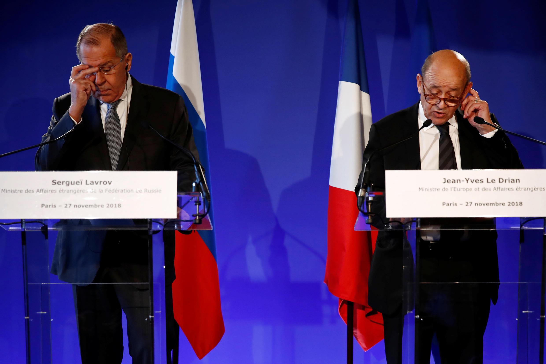 Сергей Лавров и Жан-Ив Ле Дриан во время пресс-конференции в Париже, 27 ноября 2018.