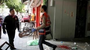 El sospechoso atacó la terraza de un café en el centro de Tel Aviv. REUTERS/Nir Elias