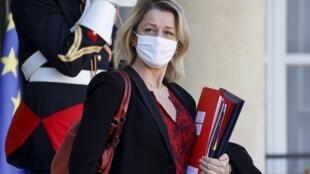 La ministra francesa de Medio Ambiente, Barbara Pompili, después de asistir a la reunión semanal del gabinete en el Palacio del Elíseo en París, el 18 de noviembre de 2020.