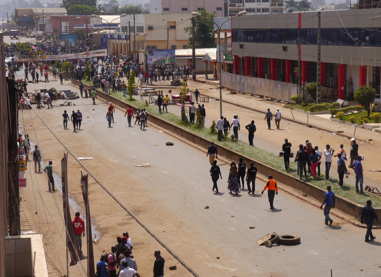 Demonstrators block a street in Bamenda on 8 December 2016.