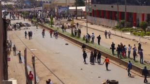 Une rue de Bamenda bloquée par des manifestations contre le gouvernement, le 8 décembre 2016. Bamenda est une des villes anglophones les plus importantes du Cameroun.