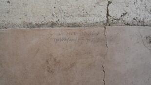 La inscripción hecha con carboncillo fue descubierta en la pared de la Casa con Jardín.
