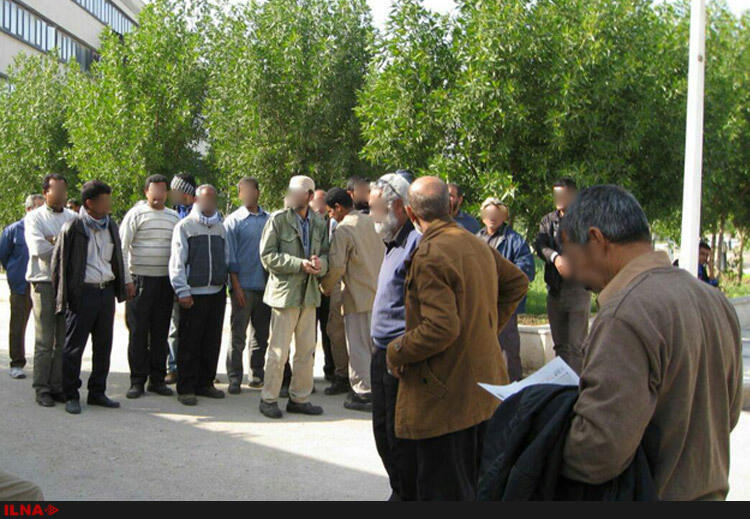 تجمع کارگران بخش حمل ونقل پالایشگاه آبادان