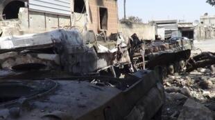 Destroços de um tanque nos arredores de Aleppo depois de batalha entre rebeldes e forças do governo.