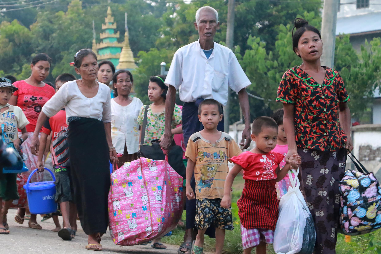 Người dân ở Rakhine, Miến Điện, chạy lánh nạn (ảnh chụp ngày 13/10/2016)