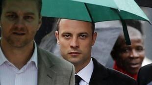 Oscar Pistorius chega ao quinto dia de julgamento, na Alta Corte de Pretória.