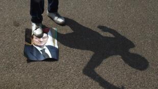 Le Caire, 15 août 2011. Manifestation anti Moubarak devant l'académie de police du Caire, où siège le tribunal chargé de juger les anciens dignitaires.