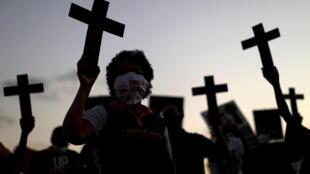 2021-05-14T002625Z_738221712_RC28FN92L6VH_RTRMADP_3_BRAZIL-VIOLENCE-PROTESTS
