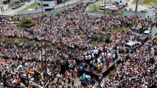 El  líder opositor, Juan Guaidó, en una manifestación en la ciudad de San Antonio. Venezuela, 30 de marzo de 2019.