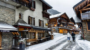França e Alemanha defendem o fechamento dos teleféricos. A medida seria uma forma de evitar multidões nas estações de esqui.