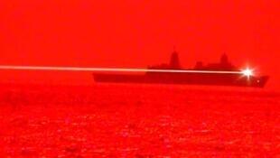 """美海军两栖运输舰""""波特兰号""""进行相关演示资料图片"""