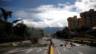Manifestantes nas ruas de Caracas, na Venezuela