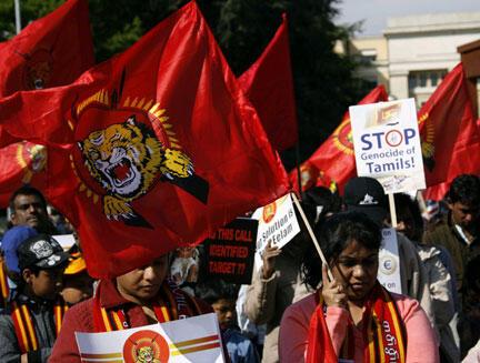 Des manifestants pro-tamouls devant le quartier général européen des Nations unies à Genève, le 24 avril 2009.