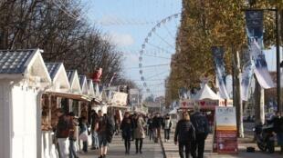 """بازار نوئل در خیابان """"شانزلیزه"""" پاریس"""