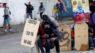 Des manifestants dans les rues de Caracas, le 20 juillet 2017, pendant la journée de grève générale.