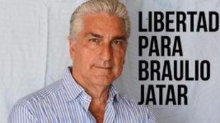 La cuenta de Twitter de Radio Confidencial pide la liberación del periodista.