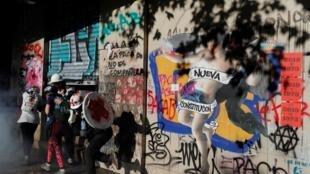 La rédaction d'une nouvelle Constitution fait partie des revendications des manifestants chiliens.