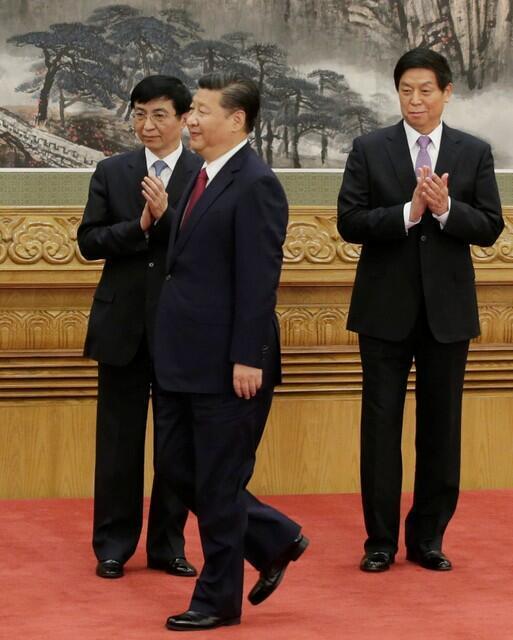 中共新常委之习近平,栗战书(右)和王沪宁