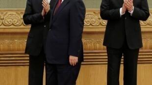 中共新常委之習近平,栗戰書(右)和王滬寧