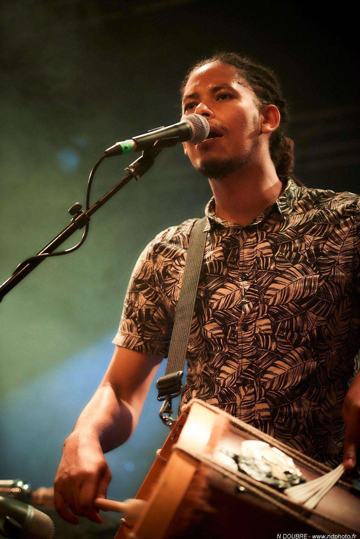 O músico paraense Thomaz Silva ensina carimbó em Paris