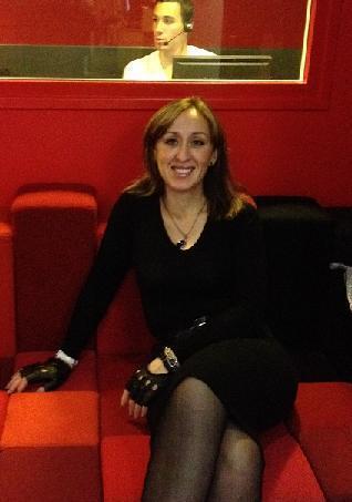 Зара Муртазалиева в Париже в студии радиостанции Франс-Интер