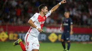 Le Monégasque Moutinho célébre son but face au PSG, dimanche 28 aout 2016