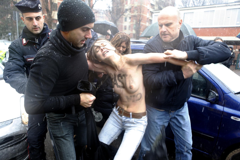 Polícia italiana prende ativistas do Femen, que protestaram durante voto de Silvio Berlusconi