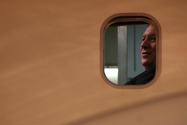 مایک پمپئو، وزیر امورخارجه آمریکا سوار بر هواپیما