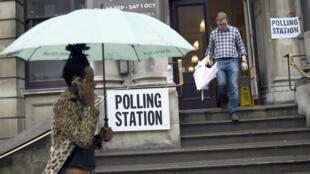 伦敦选民前往投票站参加公投