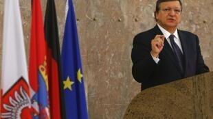 «L'Allemagne doit faire le chemin inverse et recommencer à cultiver son jardin, c'est-à-dire à privilégier sa demande interne en augmentant les salaires, en ouvrant son marché». C'est le message envoyé par Manuel Barroso. (Photo : 5/11/2013 à Francfort.)