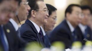 Le Premier ministre chinois Wen Jiabao (3e g) au sommet Chine-Union européenne de Pékin, ce mardi 14 février 2012.