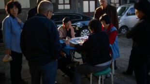 L'abus de mah-jong, ce jeu de hasard traditionnel chinois très populaire, sera sanctionné pour les fonctionnaires.
