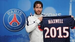 Maxwell celebra renovação do contrato até 2015