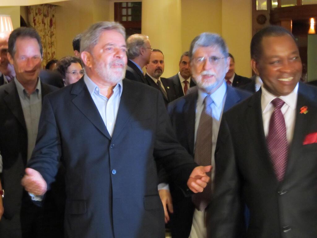 Chegada da comitiva presidencial a Maputo, em Moçambique.